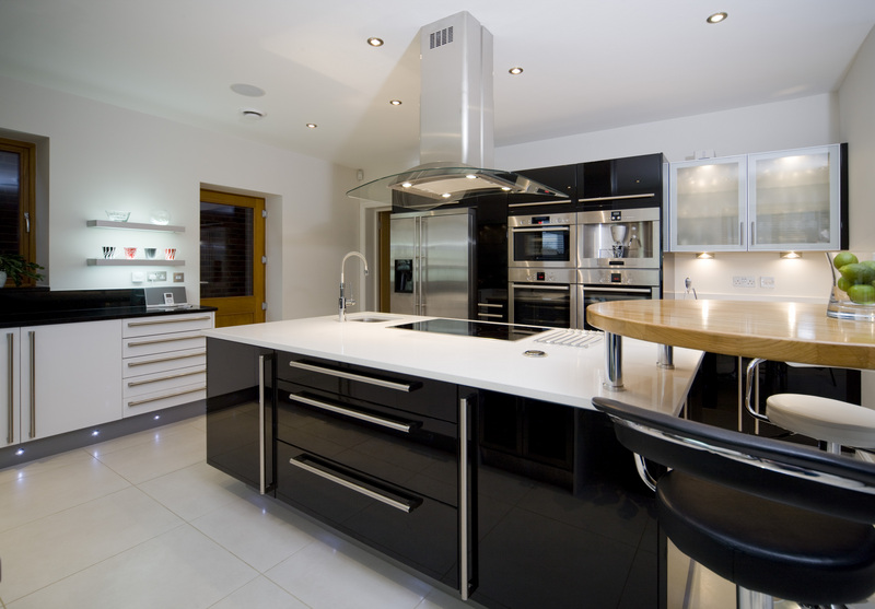 Black gloss kitchen ideas home mansion for Black gloss kitchen ideas