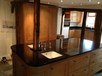 Pippy Oak Kitchen with Large Island